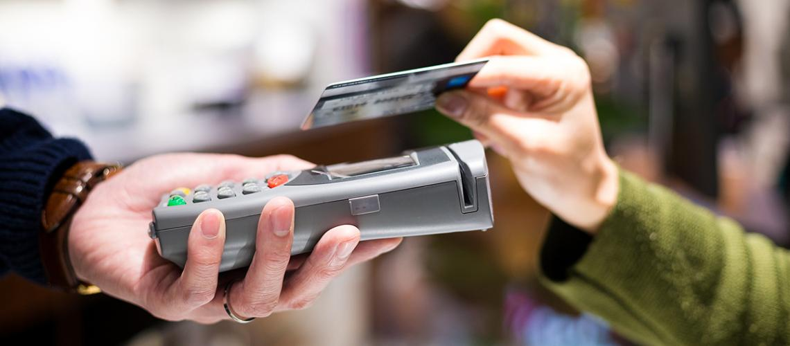 Vinkit turvalliseen lähimaksukortin käyttämiseen